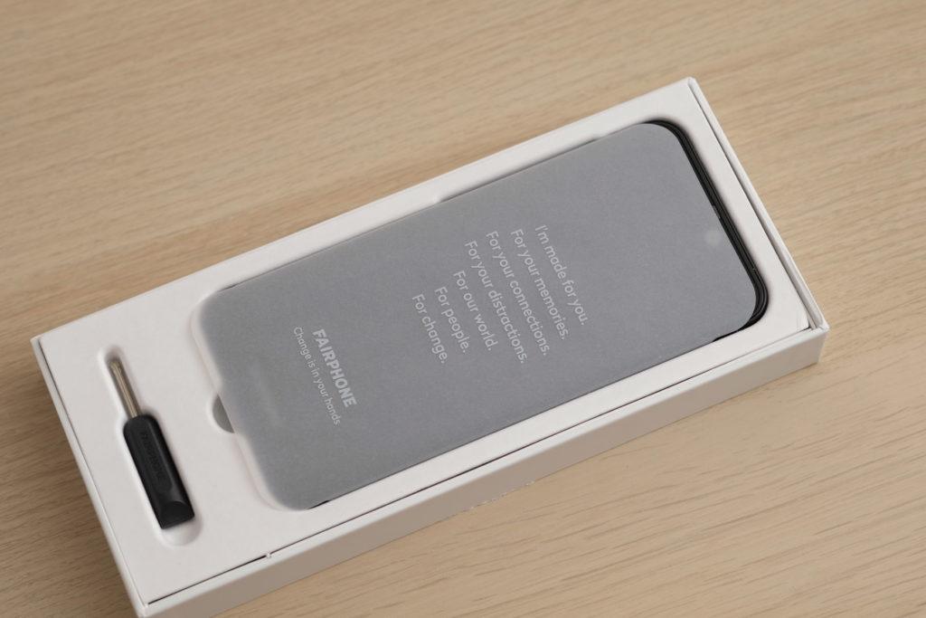 Le Fairphone 3+ est fourni avec un tournevis mais pas de cable USB